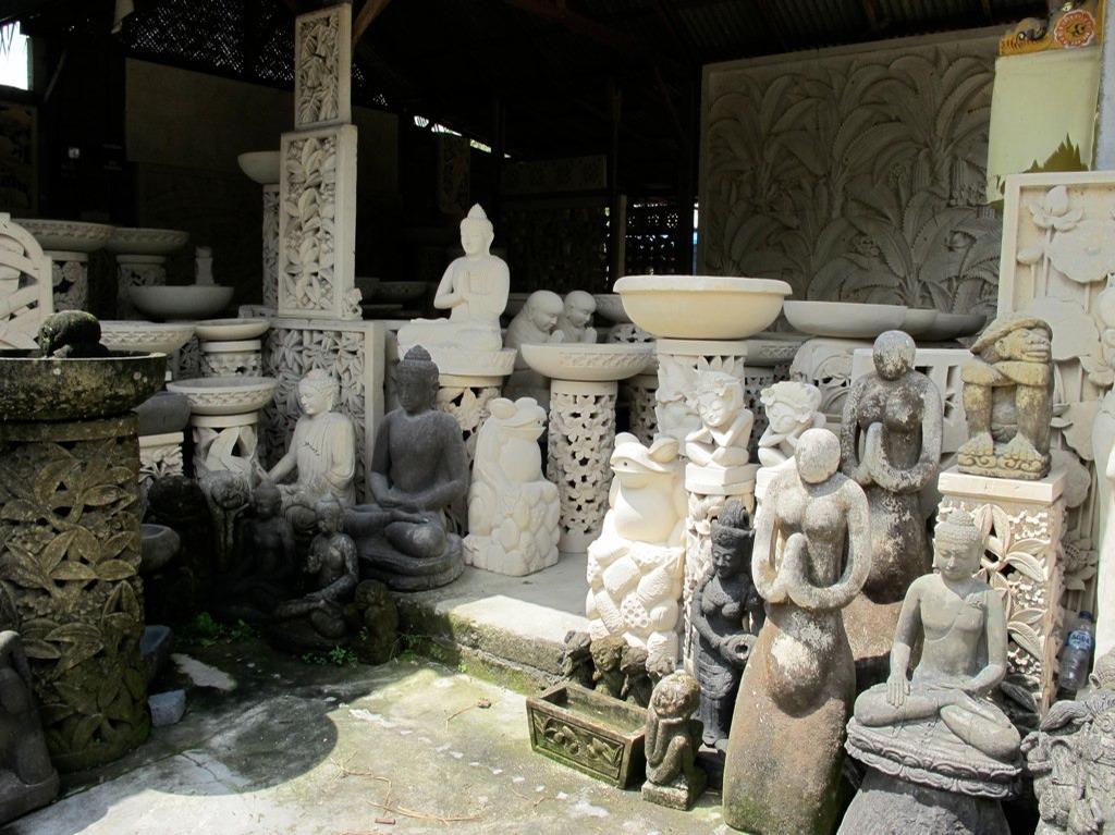 Stone carving on bali ton lankreijer